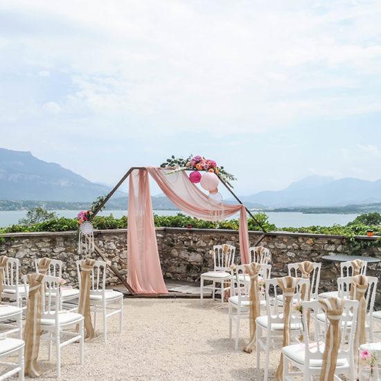 decoratrice-fleuriste-mariage-savoie-arche-mariage-chateau-bourdeau
